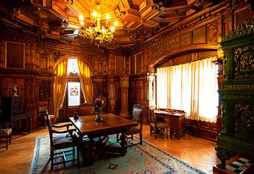 Peles Castle in Sinaia tour