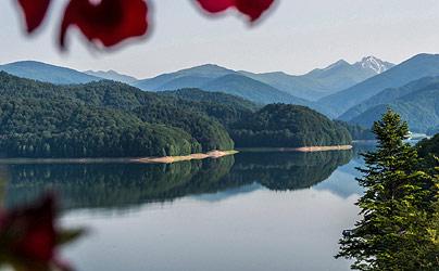 Vidraru Dam Lake